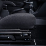 Obrotowy fotel samochodowy dla niepełnosprawnych kierowców i pasażerów