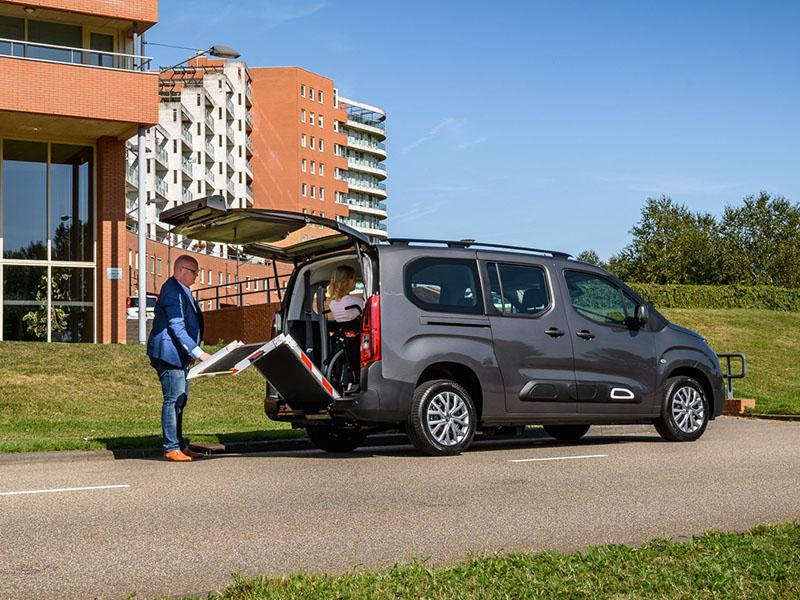 Adaptacja samochodów do przewózu osób niepełnosprawnych na wózkach inwalidzkich w rampy aluminiowe