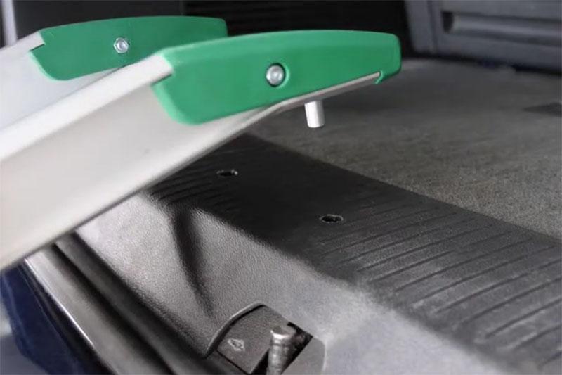 Szybki montaż szyn najazdowych w samochodzie