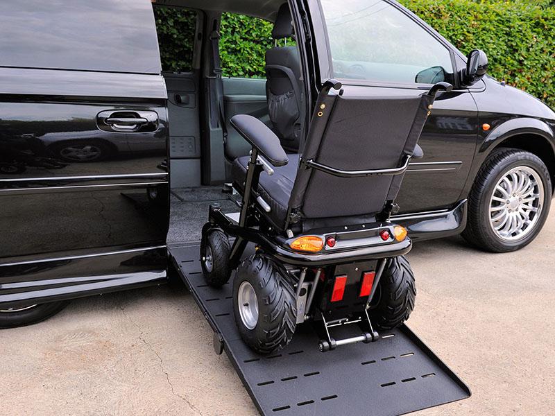 Rampa samochodowa dla niepełnosprawnych - podjazd do drzwi bocznych Vana