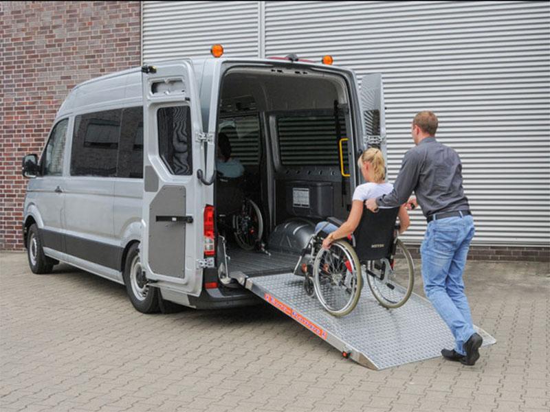 Windy samochodowe dla niepełnosprawnych poruszających się na wózkach inwalidzkich