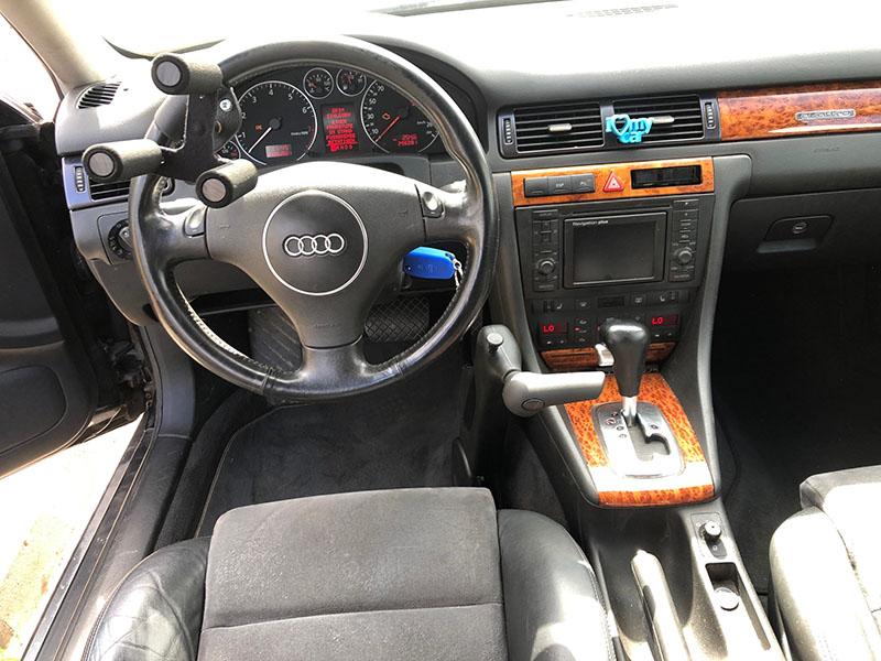 Trójząb na kierownicę a także dźwignia ręczny gaz-hamulec w Audi