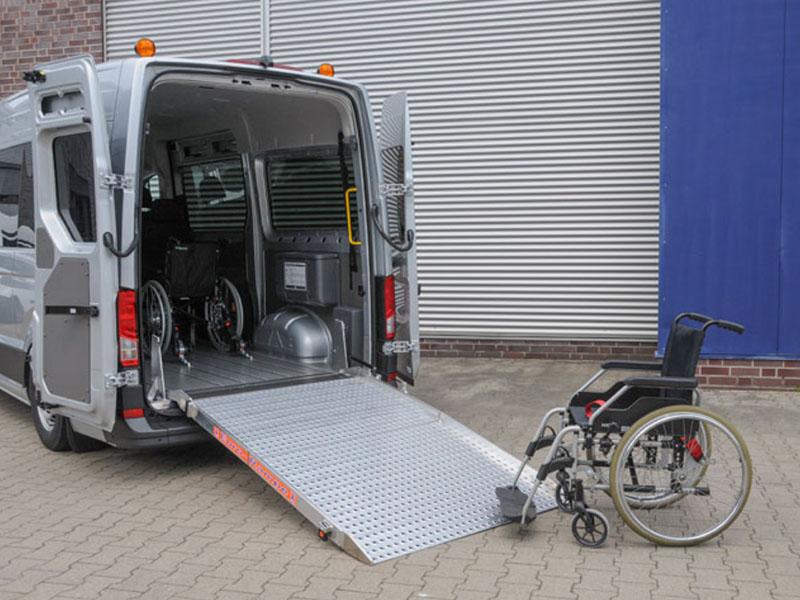 BUs przystosowany do przewozu osób niepełnosprawnych na wózkach inwalidzkich